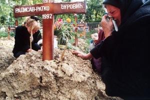 Evstafiev-bosnia-sarajevo-woman-cries-at-grave